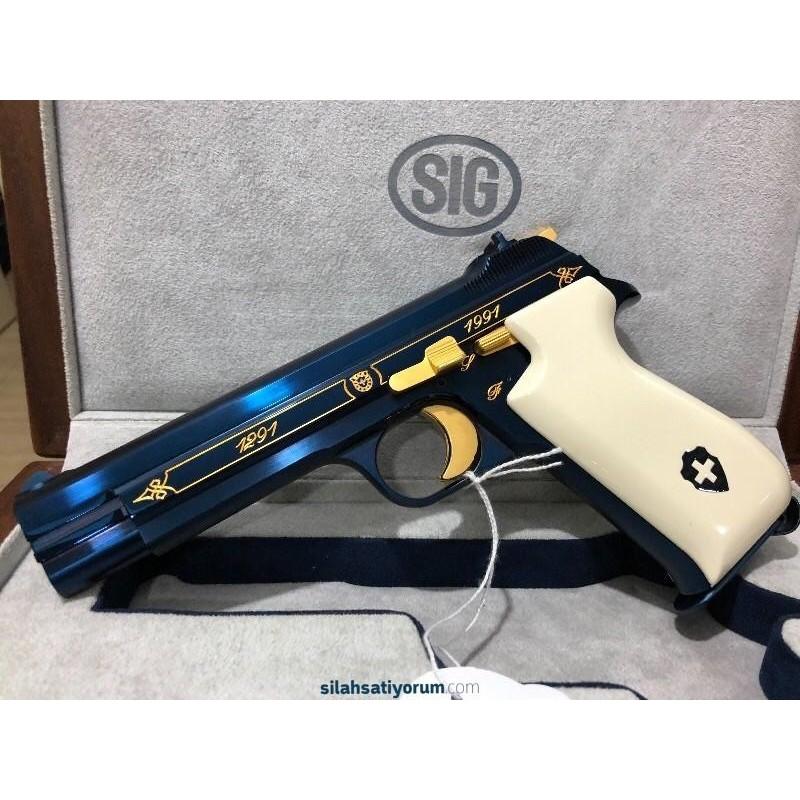 İsviçrenin özel silahı SIG SAUER BLUE HELVETİCA