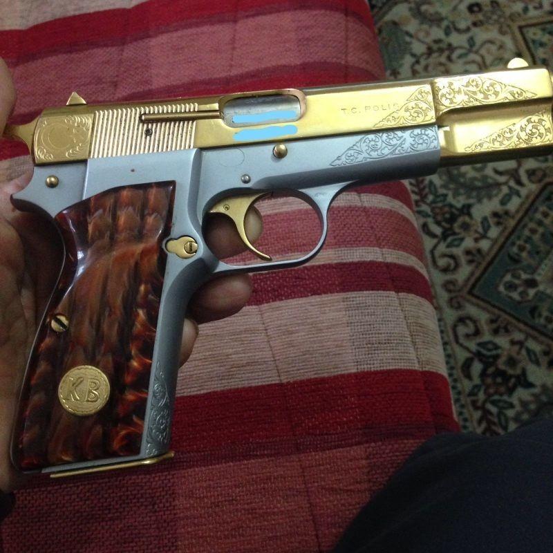 Emekli Başkomiserden Satılık Silah